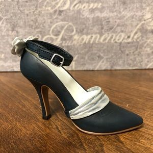 Just The Right Shoe by Raine ~ Tuxedo Shoe